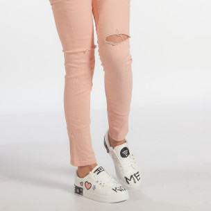 Γυναικεία λευκά sneakers από οικολογικό δέρμα με σχέδια και μεταλλικές λεπτομέρειες 2