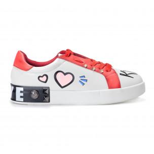 Γυναικεία λευκά sneakers από οικολογικό δέρμα με σχέδια και κόκκινες λεπτομέρειες