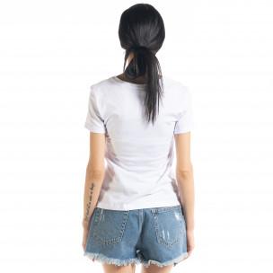 Γυναικεία λευκή κοντομάνικη μπλούζα με απλικέ 2