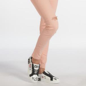 Γυναικεία λευκά sneakers από οικολογικό δέρμα με σχέδια και μαύρες λεπτομέρειες 2