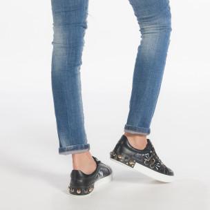 Γυναικεία μαύρα sneakers από οικολογικό δέρμα με επιγραφές και μεταλλικές λεπτομέρειες 2