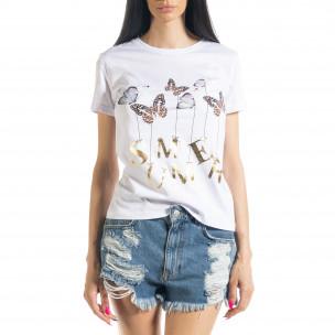 Γυναικεία λευκή κοντομάνικη μπλούζα με απλικέ