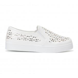 Γυναικεία λευκά sneakers slip-on με διακοσμητικά σχέδια