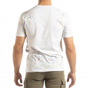 Ανδρική λευκή κοντομάνικη μπλούζα με διακοσμητικές πιτσιλιές μπογιάς  2