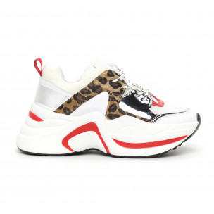Γυναικεία αθλητικά παπούτσια σε λευκό και λεοπάρ