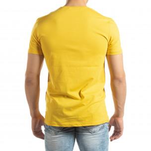 Ανδρική κίτρινη κοντομάνικη μπλούζα με νεον απλικέ 2