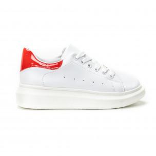 Γυναικεία λευκά sneakers με κόκκινη λεπτομέρεια