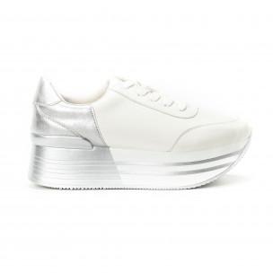 Γυναικεία λευκά sneakers με πλατφόρμα και ασημί λεπτομέρειες