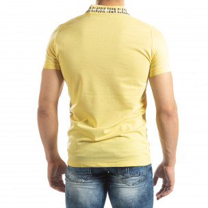 Ανδρική κίτρινη πόλο με πριντ στο γιακά 2
