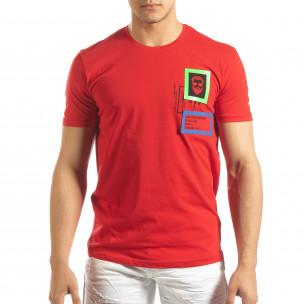Ανδρική κόκκινη κοντομάνικη μπλούζα με διακοσμητικά απλικέ  2
