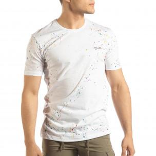 Ανδρική λευκή κοντομάνικη μπλούζα με διακοσμητικές πιτσιλιές μπογιάς