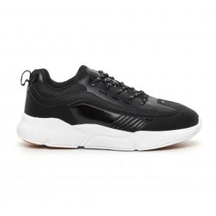 Ανδρικά μαύρα αθλητικά παπούτσια με λεπτομέρειες από λουστρίνι