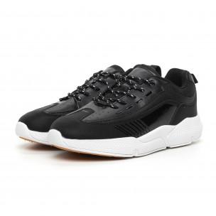 Ανδρικά μαύρα αθλητικά παπούτσια με λεπτομέρειες από λουστρίνι  2