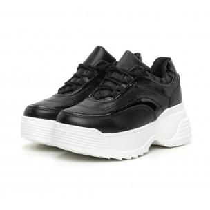 Γυναικεία μαύρα αθλητικά παπούτσια με λεπτομέρειες από λουστρίνι 2