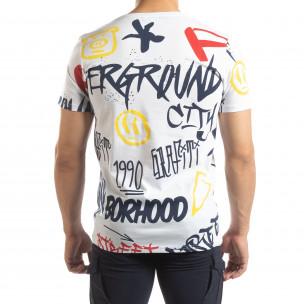 Ανδρική λευκή κοντομάνικη μπλούζα με γκράφιτι  2