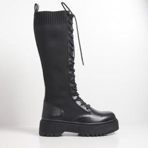 Slip-on γυναικείες μαύρες μπότες με διακοσμητικά κορδόνια