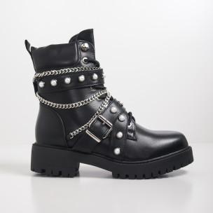 Γυναικεία μαύρα μποτάκια με πέρλες σε ροκ στυλ