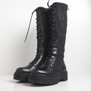 Slip-on γυναικείες μαύρες μπότες με διακοσμητικά κορδόνια 2