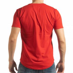 Ανδρική κόκκινη κοντομάνικη μπλούζα με καλλιγραφικό πριντ 2